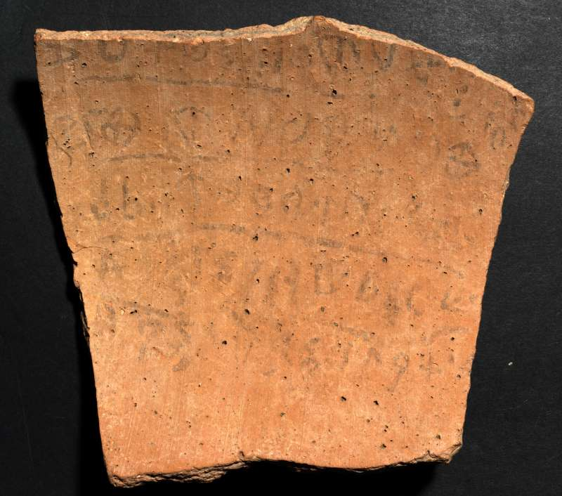 Khirbet Qeiyafa Ostracon | The Israel Museum, Jerusalem / Peter Lanyi